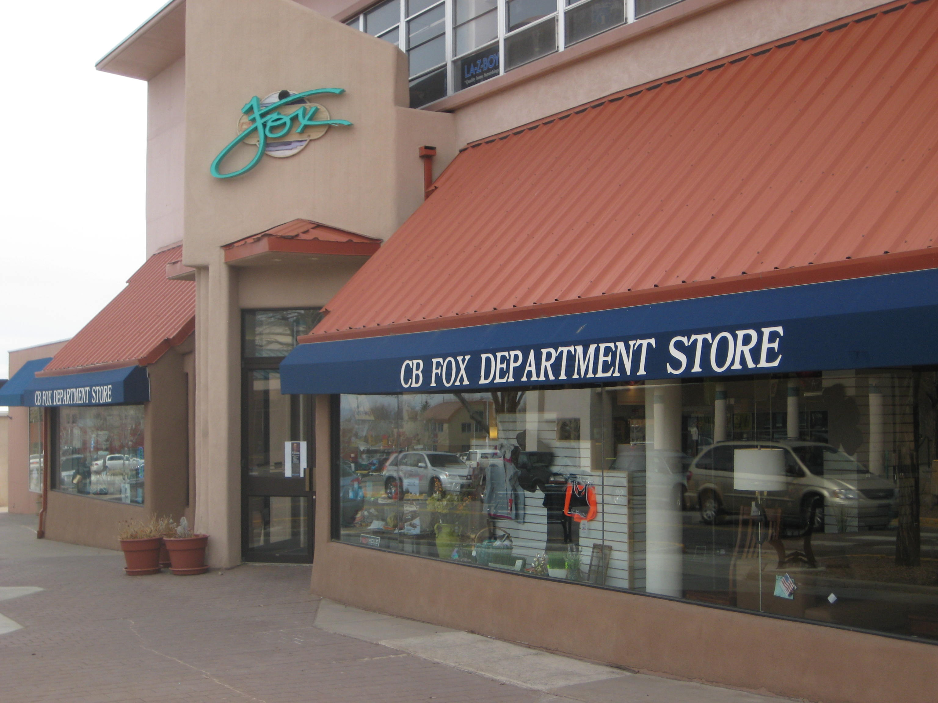 Shops and grocery nearby